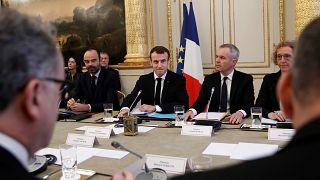 """""""Gilets jaunes"""" : Macron veut reprendre la main"""