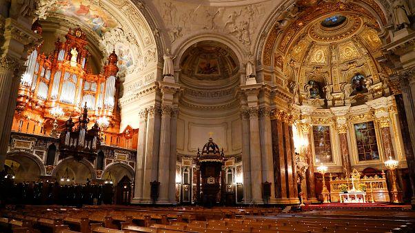 Megnyitják az olasz templomokat a papír nélküli menekültek előtt