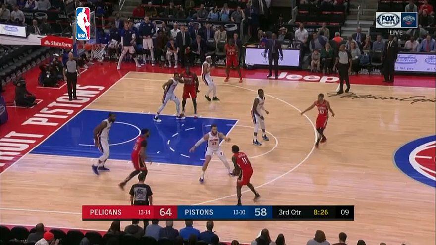 """НБА: триумф """"Пеликанов"""" и """"Шпор"""""""