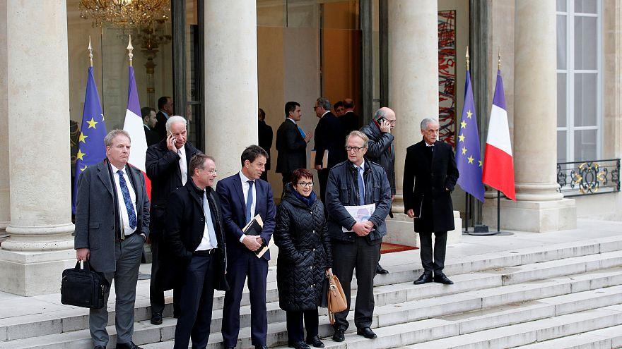 Négy hét óta először találkozott Macron a sárgamellényesek képviselőivel