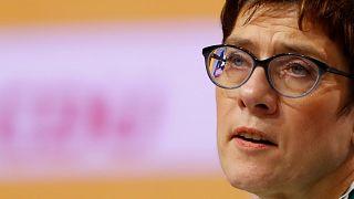 """""""Breves de Bruxelas"""": sucessora de Merkel, antissemitismo, manifesto e Rússia"""