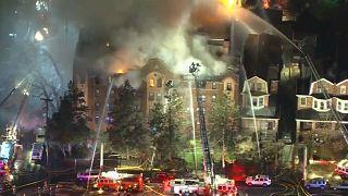 Μεγάλη φωτιά σε συγκρότημα σπιτιών στην Φιλαδέλφεια