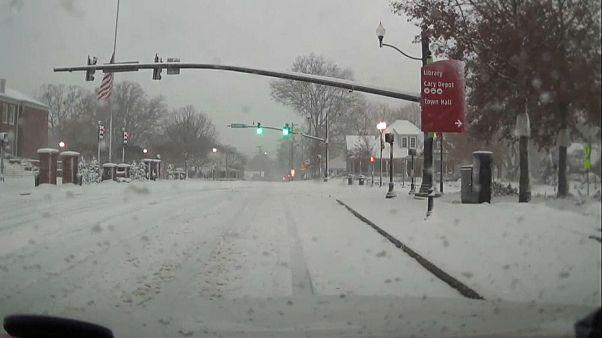 Kar fırtınası ABD'nin güney doğusunu felç etti
