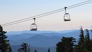 Alplerdeki kayak merkezinde 5 lift vagonu havada çarpıştı