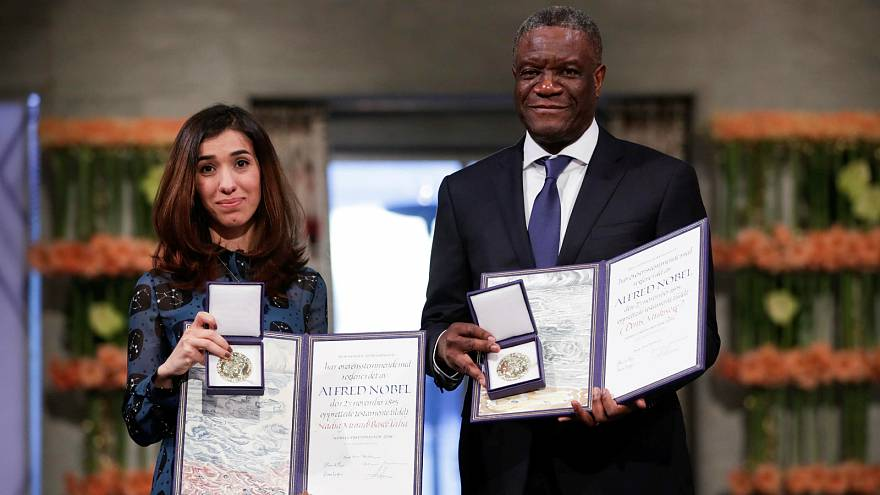 شاهد: لحظة تسلّم نادية مراد ودنيس مكويجي جائزة نوبل للسلام