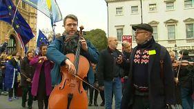 Brexit-pártiak és -ellenzők tiltakoztak a halasztás ellen