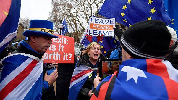 Brexit karşıtları ile yandaşları May'i protesto etti
