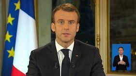 Macron minimálbér-emelést jelentett be, és könnyített a munkáltatók terhein is
