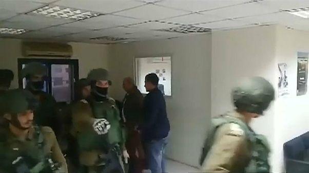 Israelische Soldaten durchsuchen WAFA-Redaktion