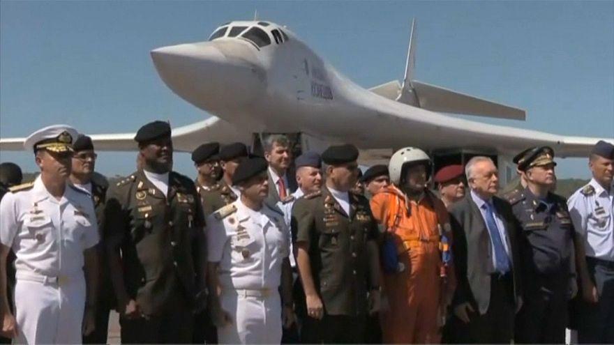 """Des bombardiers russes envoyés au Venezuela : """"la paix est notre objectif"""""""