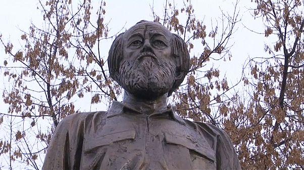 Памятник Солженицыну открыт в центре Москвы