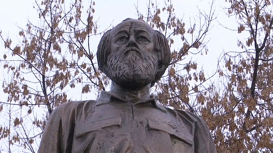 La Russia celebra Alexander Solzhenitsyn inaugurandone il monumento