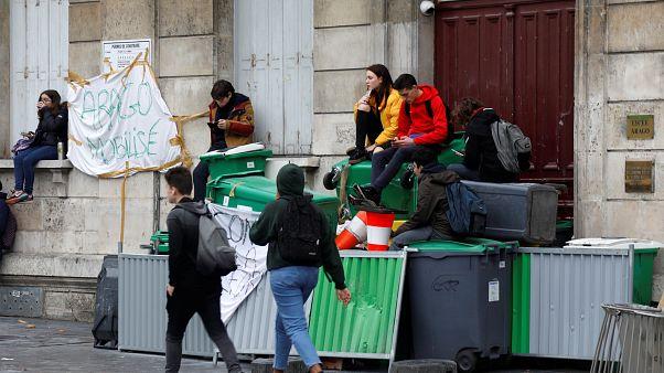 Fransa'da lise öğrencileri Kara Salı gösterilerine hazırlanıyor