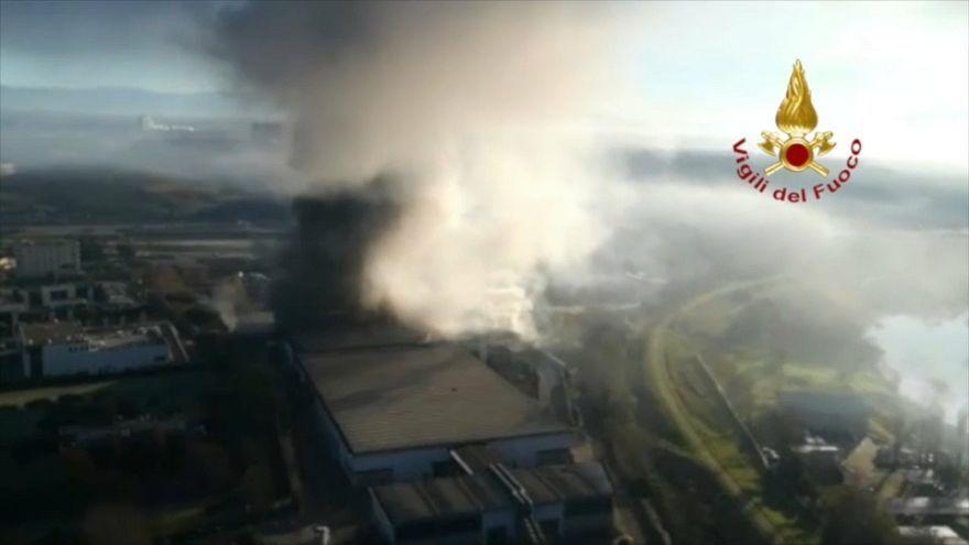 Roma: incendio nello stabilimento di trattamento dei rifiuti in Via Salaria