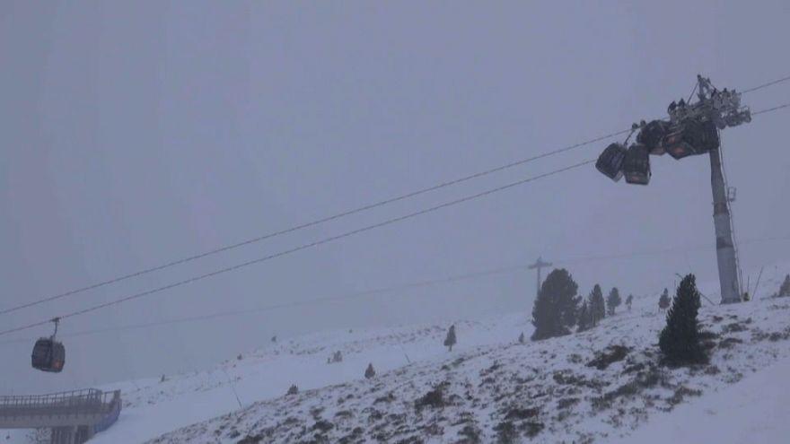 شاهد: اصطدام مجموعة عربات تزلج هوائية في النمسا