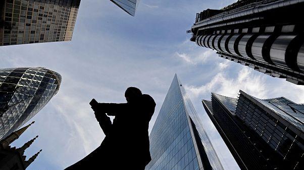 Зарплаты растут, но рынки встревожены