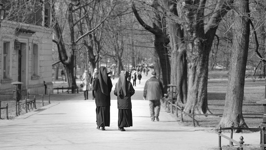İki rahibe okul kasasından çaldığı yarım milyonu kumarda harcadı