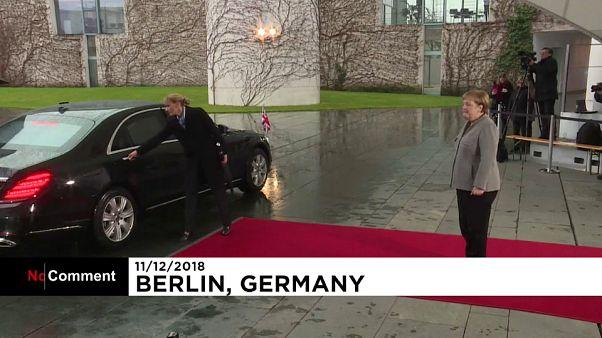 Beszorult az autójába a Berlinbe érkező brit kormányfő