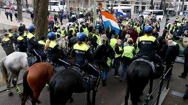 Hollanda'da Sarı Yelekliler'den sonra Kırmızı Yelekliler sokağa çıkıyor