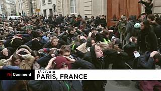 """Estudiantes se manifiestan en París y se solidarizan con los """"chalecos amarillos"""""""