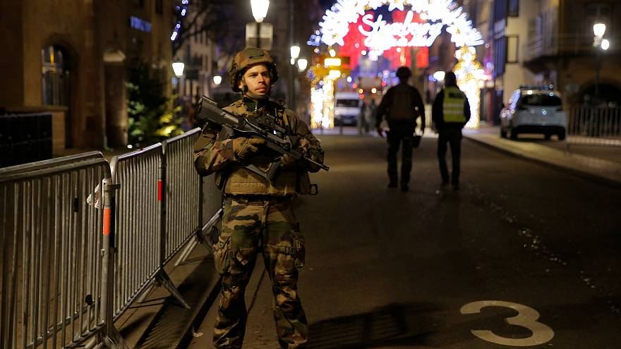 Fusillade à Strasbourg : au moins deux morts, le tireur recherché