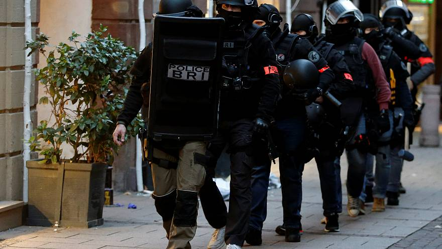 700 hommes traquent le suspect de l'attaque terroriste de Strasbourg