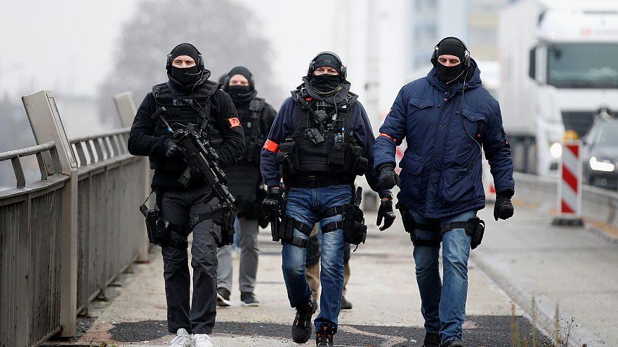 """Теракт в Страсбурге: """"подозреваемый вооружен и очень опасен"""""""