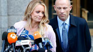 ستورمي دانييلز مع محاميها
