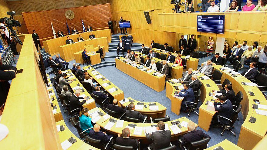 Κύπρος: Παραίτηση του ΥΠΟΙΚ για τον Συνεργατισμό ζήτησαν κόμματα στη Βουλή