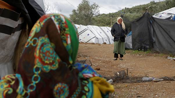 Notunterkünfte um Flüchtlingslager Moria aufgrund von Platzmangel