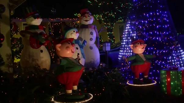 California man treats his neighbours to a dazzling Chistmas