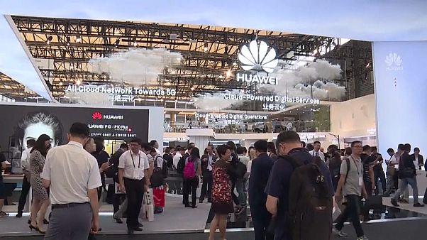 Filha do fundador da Huawei libertada sob fiança
