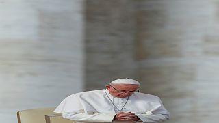 البابا يقيل اسقفين من مستشاريه على خلفية فضائح جنسية