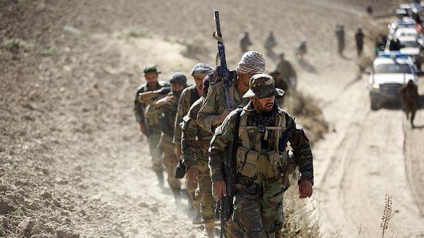 Afganistan'ın kuzeyinde operasyona katılan askerler
