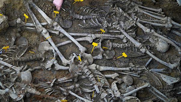 Suriye: IŞİD'in eski kalesi Ebu Kemal kasabasında 7 toplu mezar bulundu