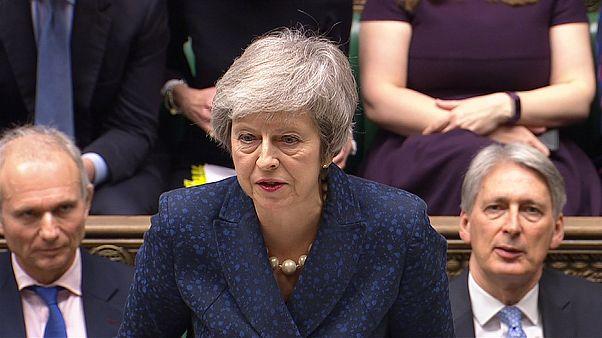 Theresa May supera moção de censura