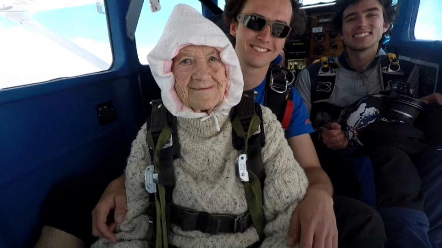 102-year-old Australian becomes world's oldest skydiver
