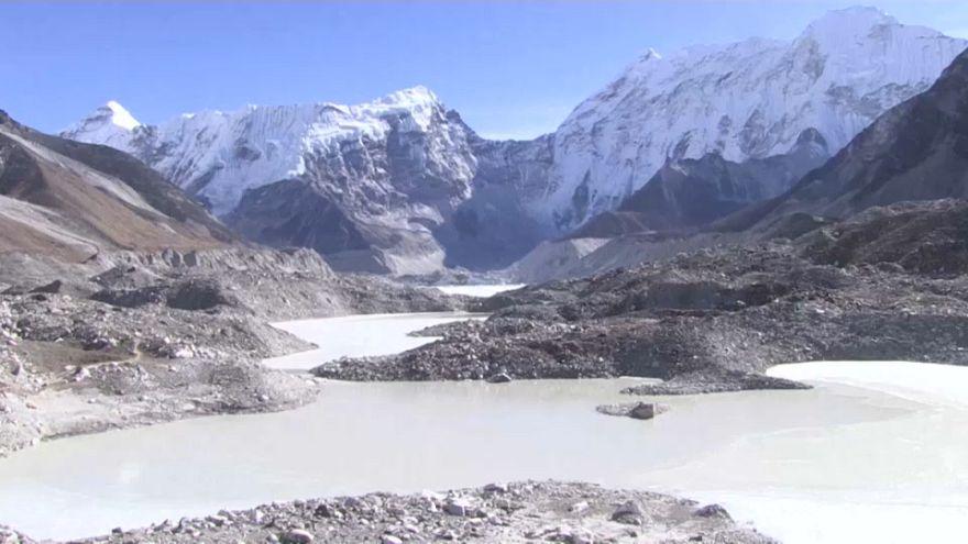 مخاوف من خطر طوفان على سكان النيبال وبحيرات إيفرست