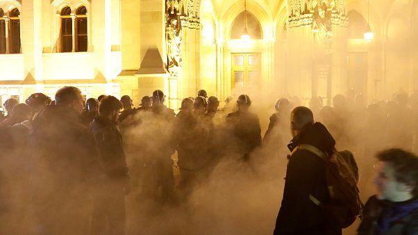 "Акция протеста против ""рабского закона"" в Будапеште"