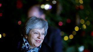 Nem buktatta meg pártja Theresa Mayt