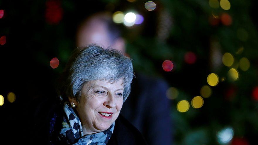 200 conservatori salvano Theresa May