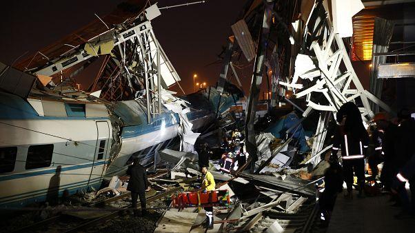 Video   YHT kılavuz trene çarptı: 9 kişi hayatını kaybetti, 47 kişi yaralandı