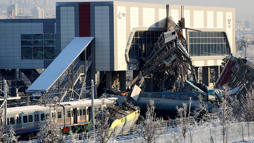 Au moins 9 morts et une cinquantaine de blessés dans un accident de train en Turquie