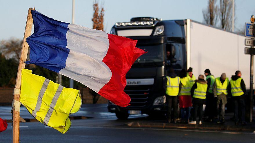 """France : un jeune """"gilet jaune"""" meurt, percuté par un camion à Avignon"""