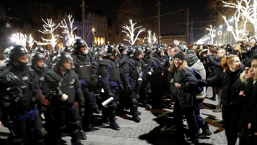 """Ungarn: Protest gegen """"Sklavengesetz"""""""