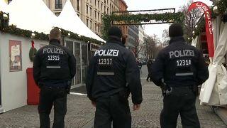 فيديو.. سوق الميلاد في ستراسبورغ مستمر...والشرطة تزيد الرقابة
