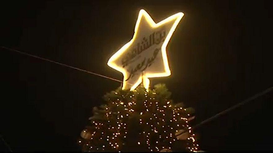 Kigyúltak a karácsonyi fények Damaszkuszban