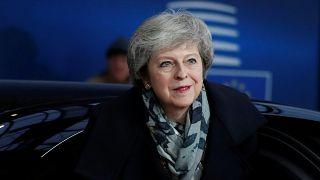 May pide a Bruselas ayuda para salvar su Brexit