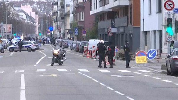پلیس یک محله پرجمعیت در استراسبورگ را برای یافتن عامل حمله به بازار نوئل محاصره کرد