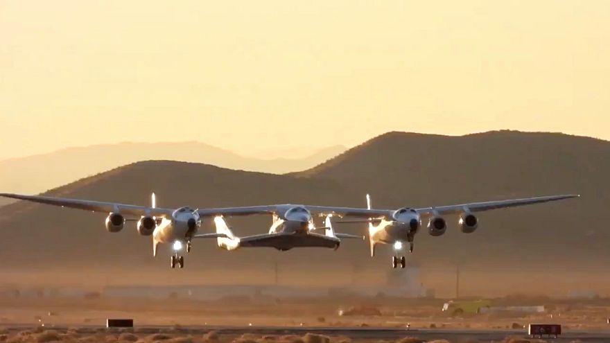 VİDEO   Uzay turizminde dönüm noktası: Virgin Galactic test uçuşunda başarılı oldu